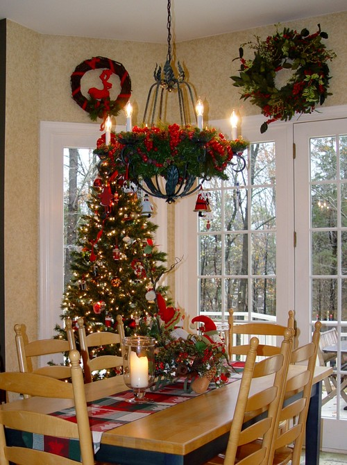 Christmas kitchen decorating ideas simply stunning for Christmas decorating ideas for kitchen cabinets
