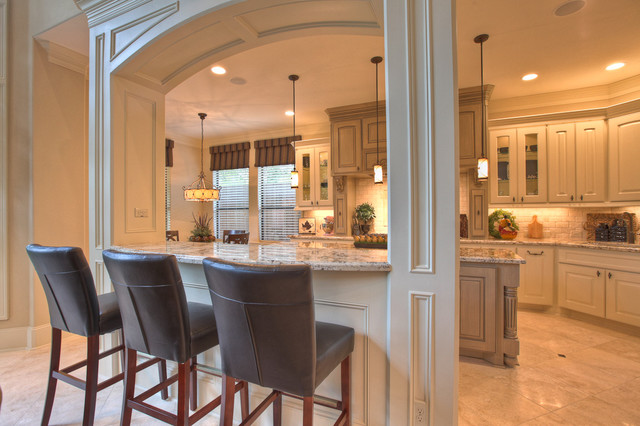 Elegant, classic and expansive design traditional kitchen