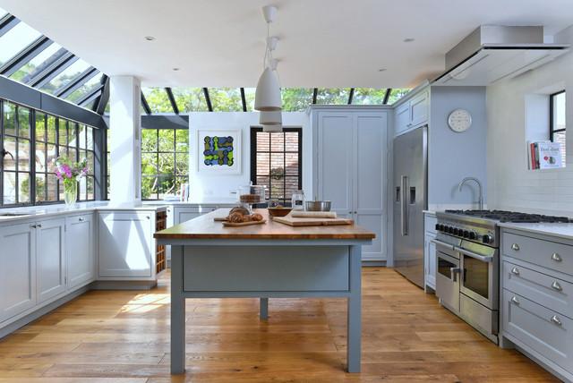 Eine Landhausstil Küche Im Gläsernen Anbau