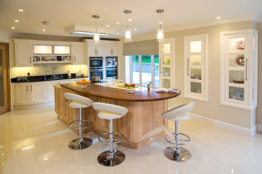 Traditional Kitchen with Bar Stools