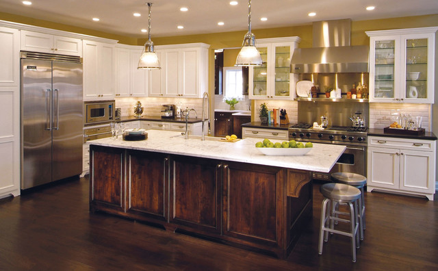 Traditional Kitchen With Contrasting Island Traditional