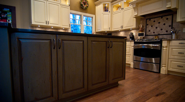Traditional Kitchen with Country Charm traditional-kitchen