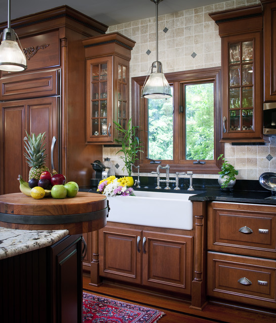 Traditional kitchen with flare traditional-kitchen