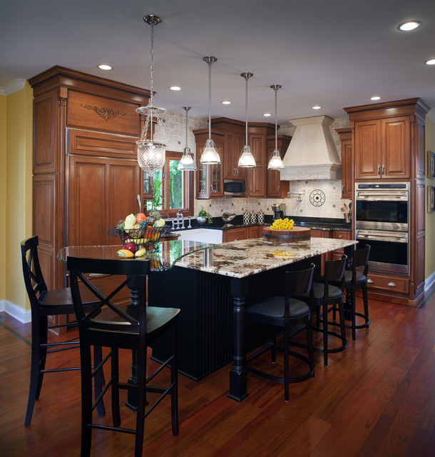 Kitchen Chicago: Traditional Kitchen With Flare
