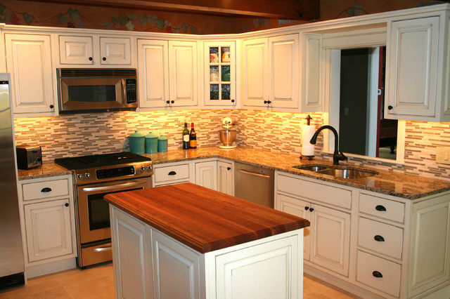 Traditional Kitchen with Glass Backsplash traditional-kitchen