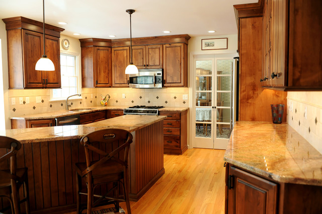 Traditional Kitchen with High Variation Wood traditional-kitchen