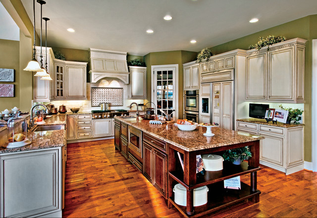 Estates at Garnet Valley - Hampton Kitchen traditional kitchen