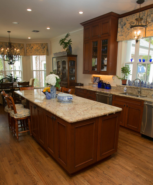 Traditional lakeview traditional kitchen new orleans for Kitchen cabinets new orleans