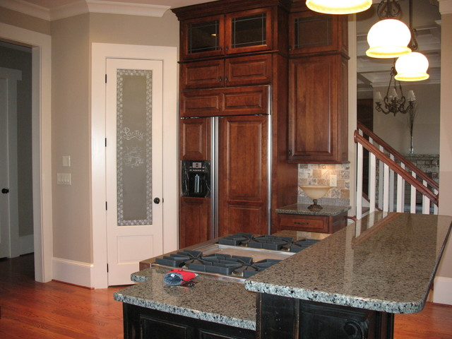 Traditional Maple Glazed Kitchen traditional-kitchen