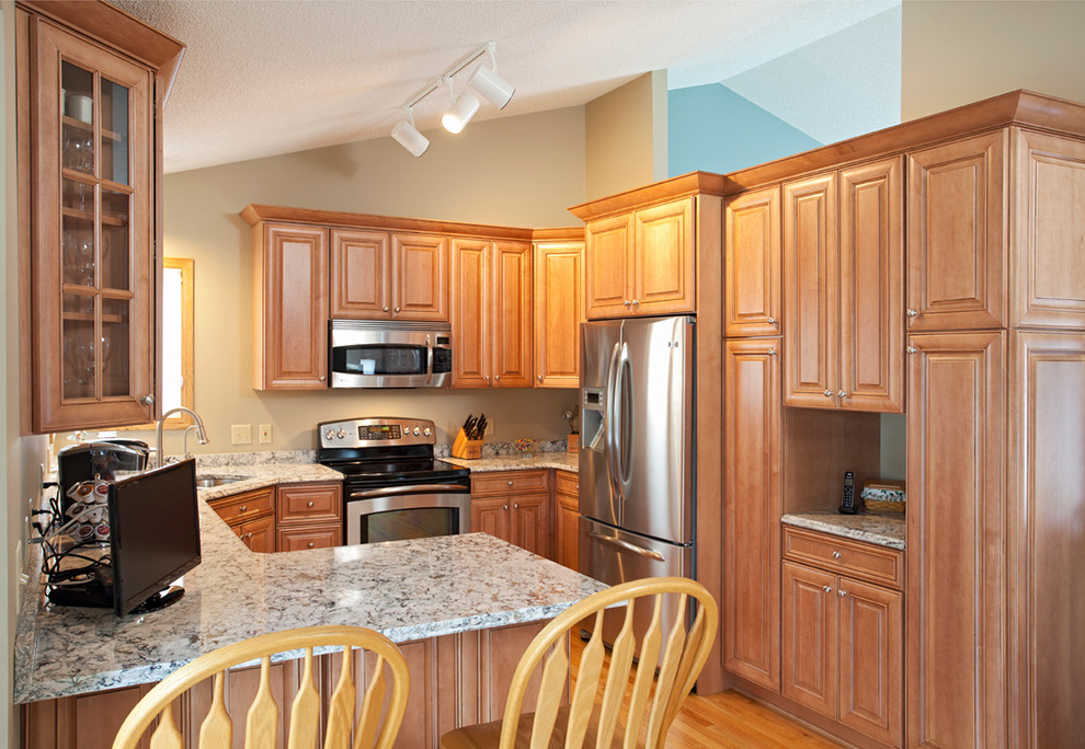 Traditional maple kitchen - Traditional - Kitchen ...