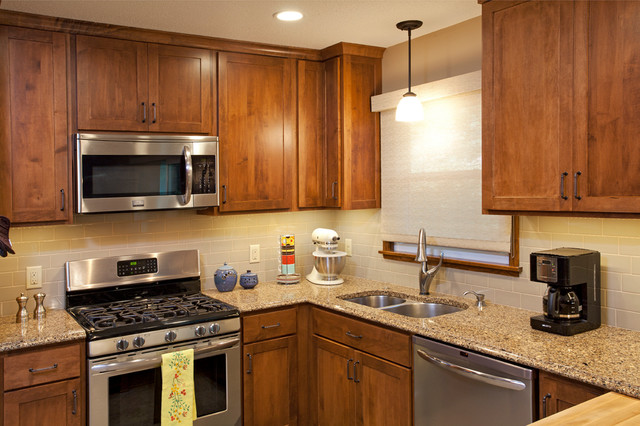Traditional maple traditional-kitchen