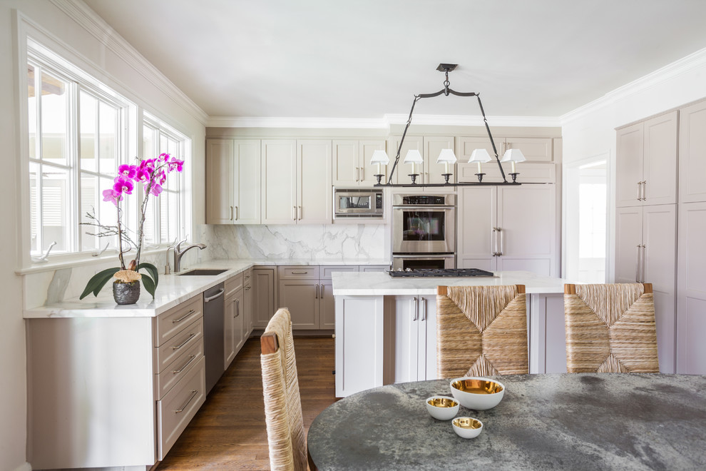 Example of a transitional kitchen design in Houston