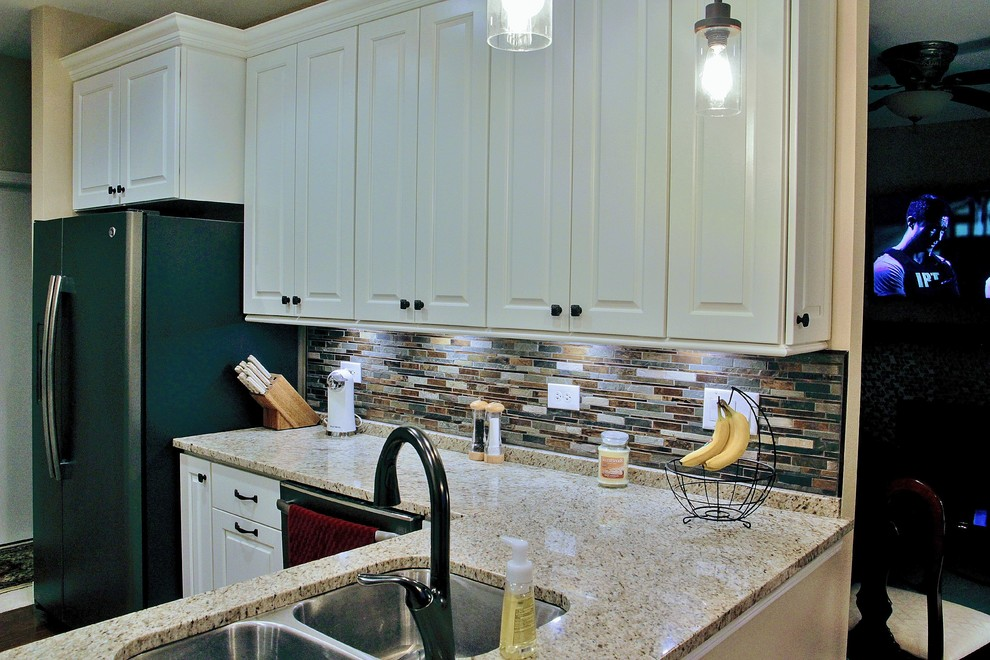 TRADITIONAL Painted Raised Panel Cabinets with ...