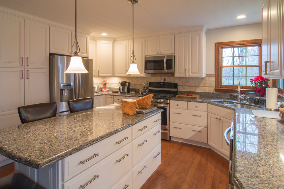 Traditional Raised Panel Kitchen With Granite Countertops