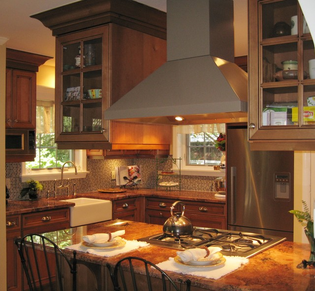 Traditional rustic alder kitchen traditional kitchen for Traditional rustic kitchen