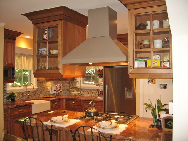 Traditional Rustic Alder with Glazing traditional-kitchen