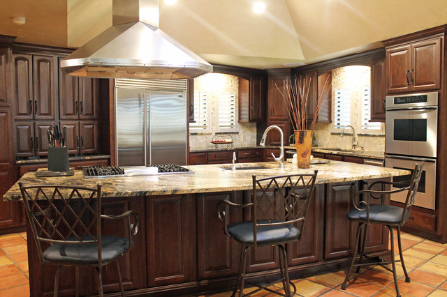 Traditional rustic kitchen design traditional kitchen for Traditional rustic kitchen design