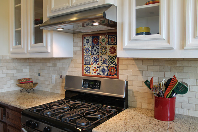 Traditional spanish kitchen backsplash southwestern for Spanish style kitchen backsplash