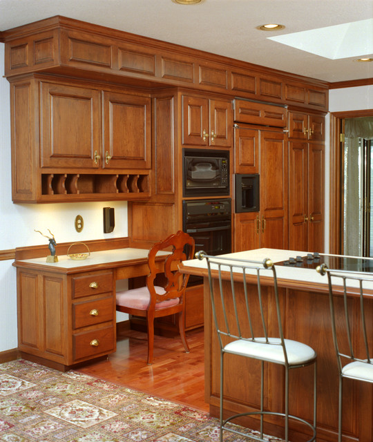 Kitchen Cabinets Cherry Wood: Traditional Style Kitchen With Cherry Wood Cabinets