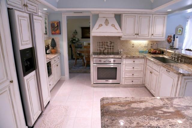 Traditional White Kitchen traditional-kitchen