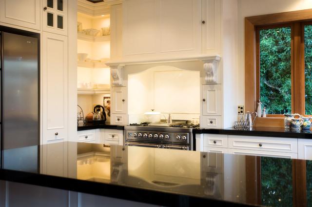 Traditonal traditional-kitchen