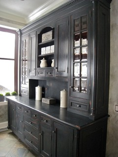Transforming And Refinishing Traditional Kitchen