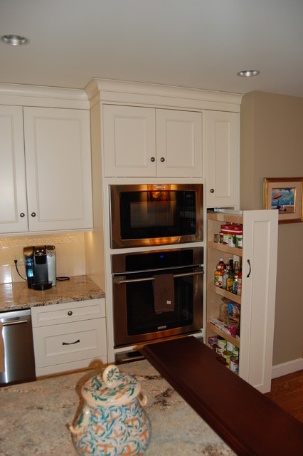 Transitional traditional-kitchen