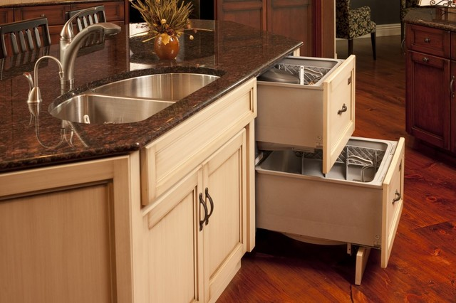 Transitional Custom Kitchen - Mullet Cabinet traditional-kitchen