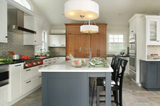 white kitchens with dark accents 4