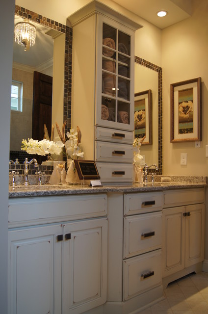 Transitional Kitchen in Maple - Dove White & Cardinal traditional-kitchen