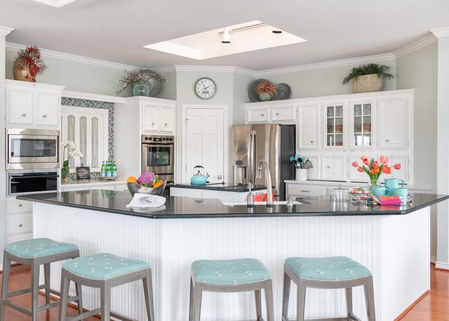 Transitional Ranch kitchen