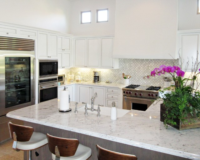 transitional - white cabinets, gray oak island, carrera arabesque