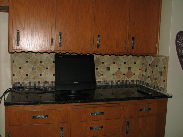 travertine backsplash w custom medallion traditional kitchen