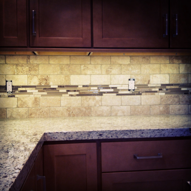 Travertine/glass backsplash