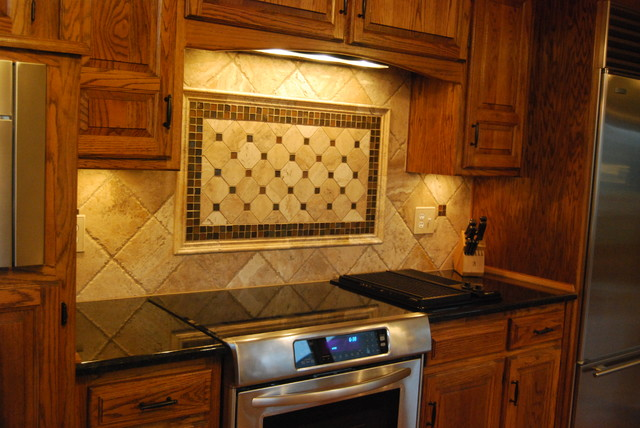 travertine tile backsplash picture frame accent with glass tile