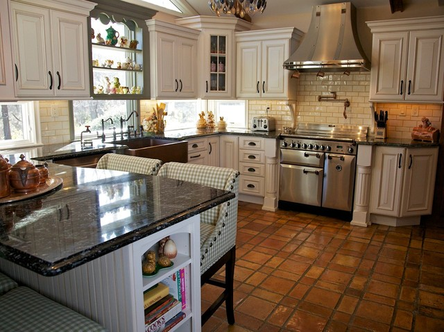 Tri Color Kitchen All Pics Are Property Of Merri Interiors Inc Rustic Kitchen