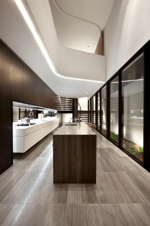 изящная форма балкона второго света неоновая подсветка панели из дерева темного белые стены хай тек