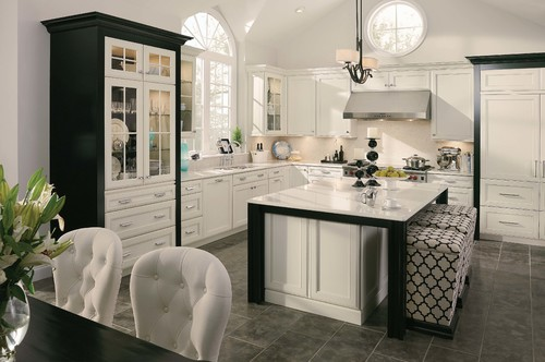 "Black & White Kitchens: The ""Tuxedo"" Trend"