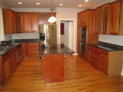 Example of a classic kitchen design in Columbus