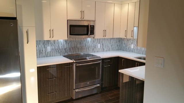 Two Tone High Gloss Kitchen in Downtown St Pete Contemporary