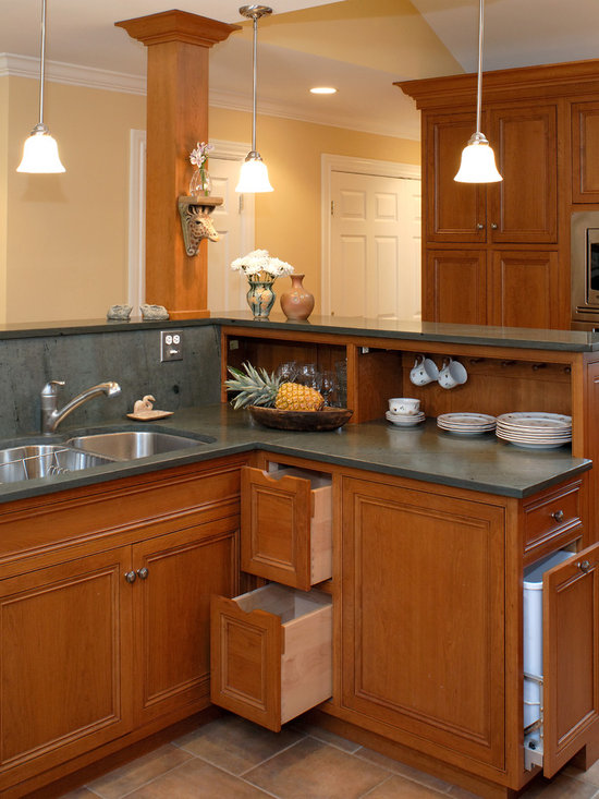 Kitchen design ideas remodels amp photos with medium tone wood cabinets