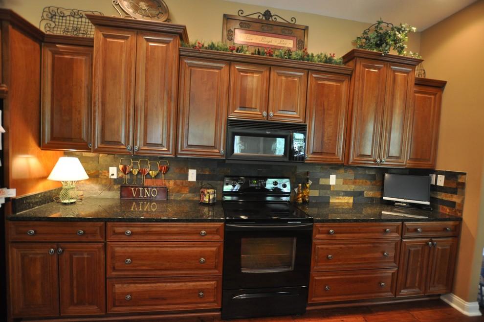 Elegant kitchen photo in Indianapolis