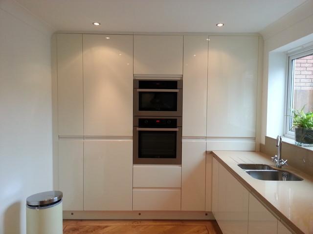 Uber modern kitchen merthyr tydfil for In home design merthyr