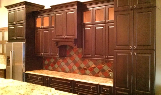 San Antonio TX Showroom Cabinet Tile Displays Traditional Kitchen