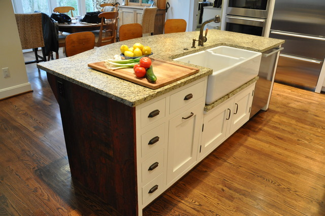 Ultimate farmhouse kitchen traditional kitchen for Artistic kitchen cabinets