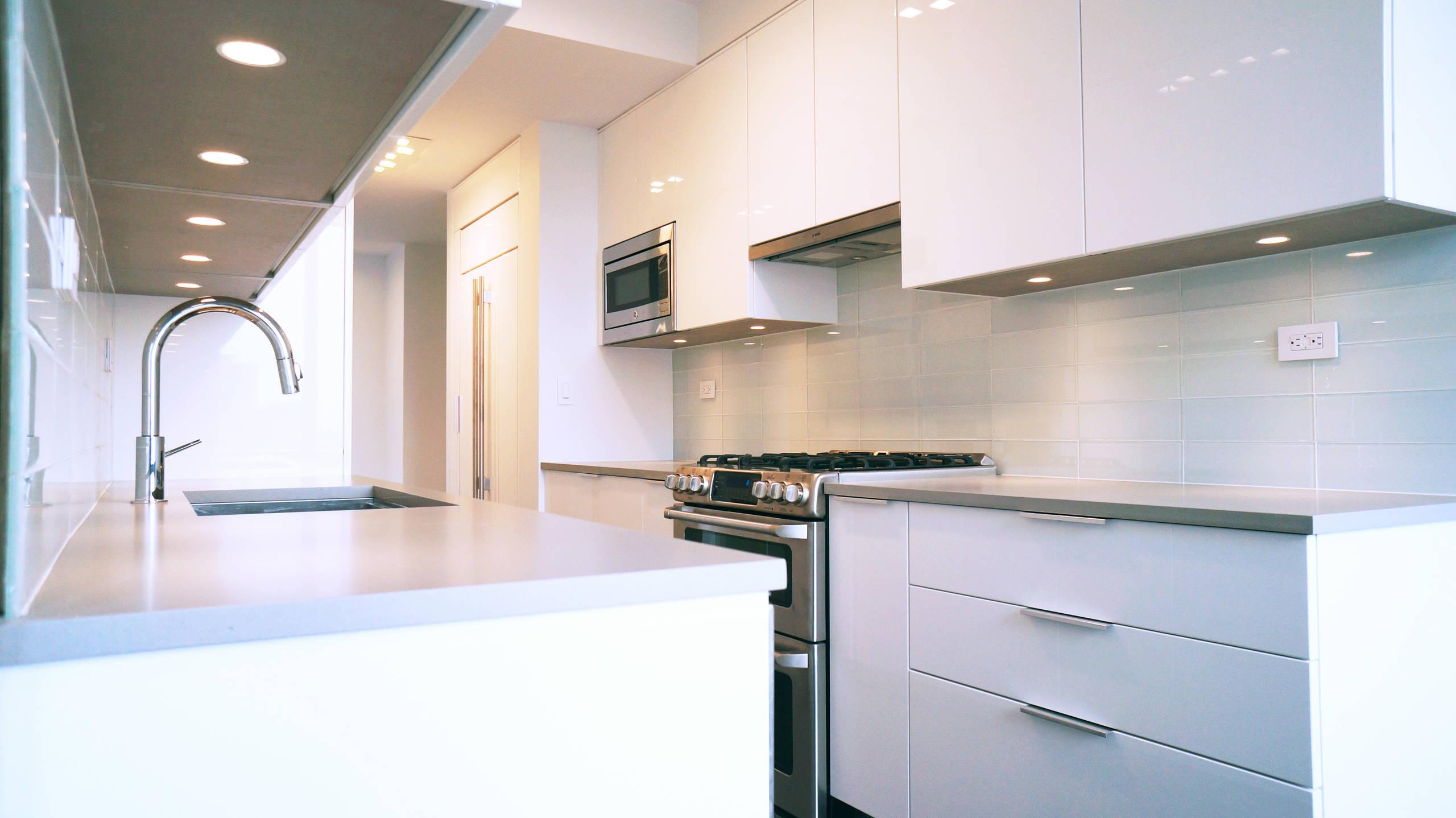 UN PLAZA - kitchen