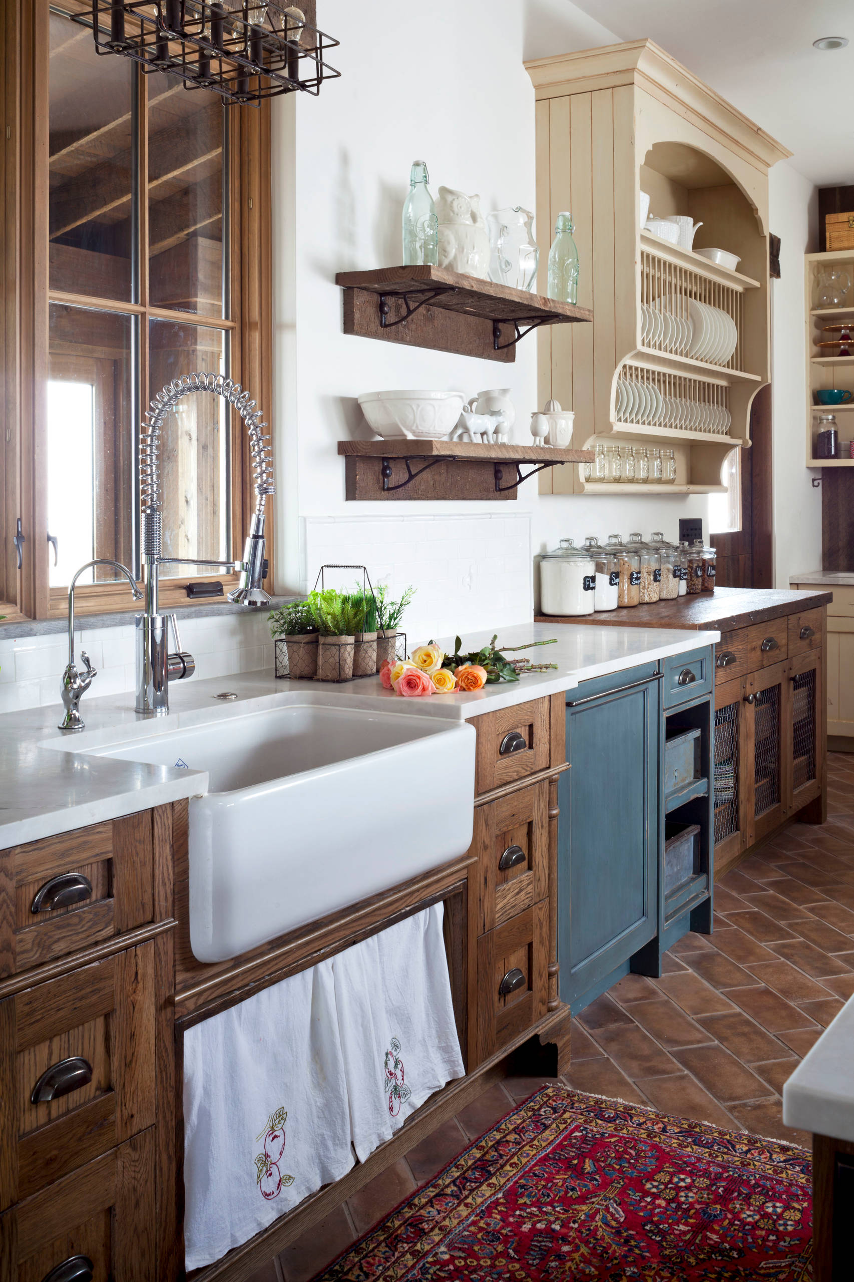 75 Beautiful Farmhouse Kitchen With Dark Wood Cabinets Pictures Ideas December 2020 Houzz