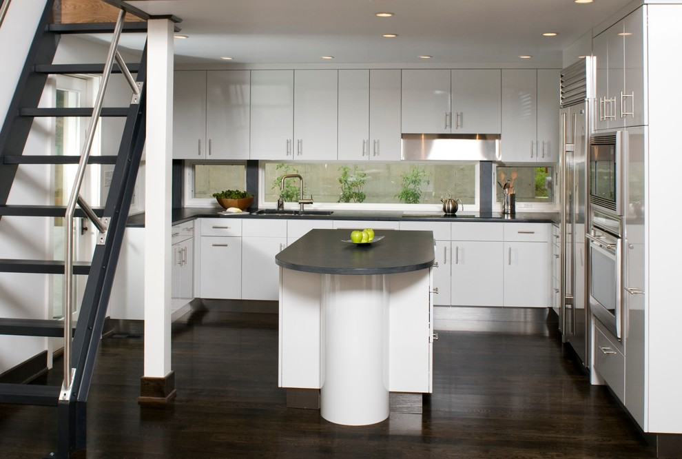 Inspiration for a contemporary kitchen remodel in Richmond with stainless steel appliances