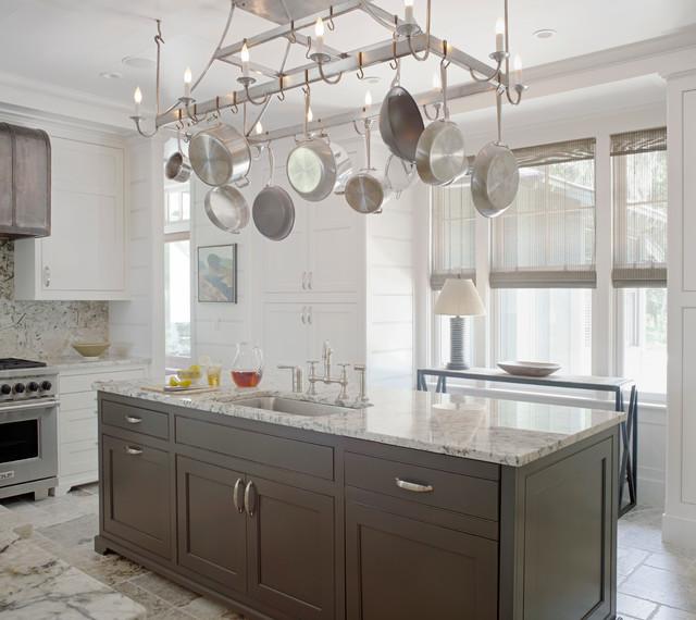 Kitchen - traditional kitchen idea in Atlanta