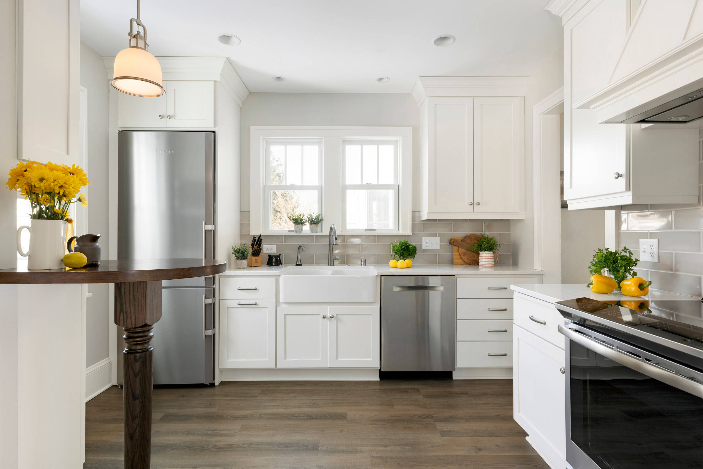 75 Beautiful Farmhouse Kitchen With Gray Backsplash Pictures Ideas December 2020 Houzz